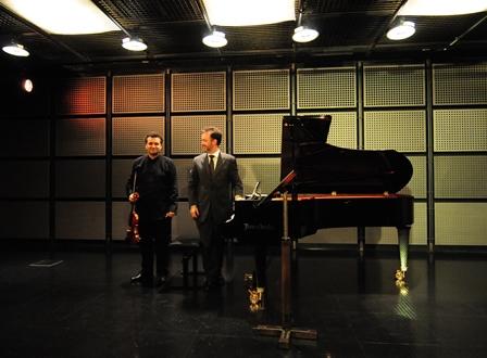 Künstler Josep Colomé (Violine) und Michał Białk (Klavier) bei der Eröffnungsgala von Upperclassic